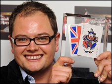 Alan Carr with his comedy award