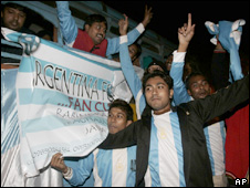 Fans greet Maradona in Calcutta