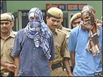 Detenci�n de dos sospechosos de pertenecer a Lashkar-e-Toiba.