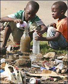 Zimbabwean children collect stagnant water despite cholera risk