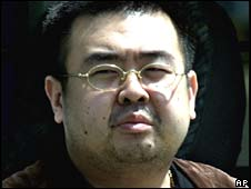"Man thought to be ""Dear Leader"" Kim Jong-il's son Kim Jong-nam after being detained in Tokyo in 2001"