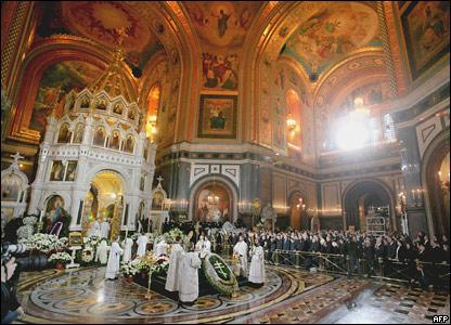 Церемония прощания с умершим Патриархом Алексием II в храме Христа Спасителя в Москве