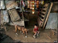 Niño pobre en Nicaragua       Foto de archivo