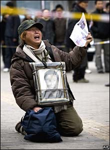 Human rights protester outside the foreign ministry in Beijing on Wednesday
