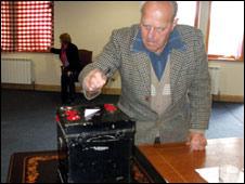 Sark voter