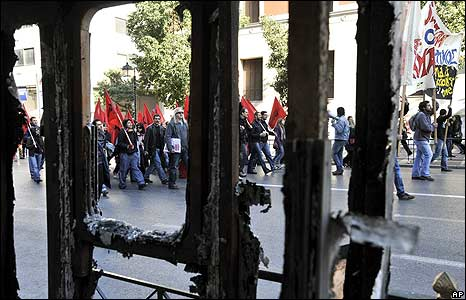 Trades unionists march through Athens on 10 December
