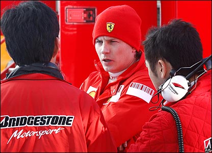 Kimi Raikkonen and two Bridgestone engineers at Jerez