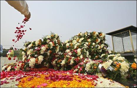 Floral tribute to Mumbai attacks, Delhi