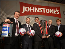 Bradford manager Stuart McCall (far right) with representatives from the League and Johnstone's Paint