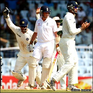 Graeme Swann is caught by Rahul Dravid