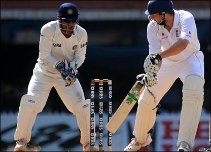 Steve Harmison edges to Mahendra Dhoni