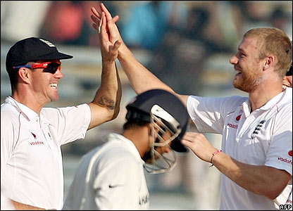 Pietersen and Flintoff celebrate