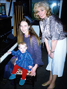 Samantha Bissett, her daughter Jazmine and her mother Margaret