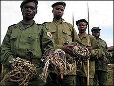 Rangers showing some of the snares they found (Image: Gorilla.cd)
