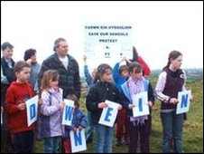 Pupils protest from Mynyddcerrig school
