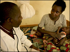 A mother and her baby on a visit to a clinic in Kabuga, Rwanda (Photo Kate Holt/Oxfam)