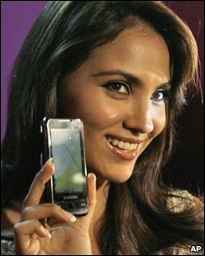 Actress Lara Dutta holding a Samsung Omnia