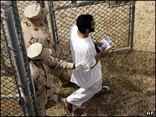 US military guards escort a Guantanamo detainee (18 November 2008)