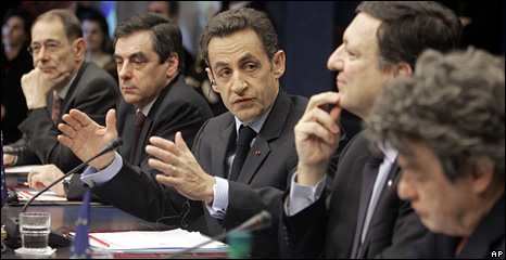 French President Nicolas Sarkozy (centre) gestures while speaking at the summit in Brussels (12 December 2008)