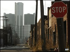 Detroit street with GM headquarters in the background