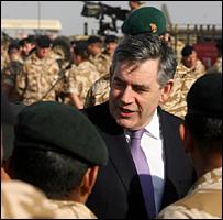 بروان مع الجنود البريطانيين في هلمند 13-12-2008