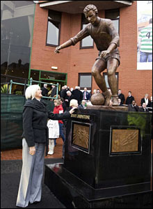 Agnes Johnstone proudly looks on at the newly unveiled statue of her late husband and Celtic's Greatest Ever Player, Jimmy Johnstone