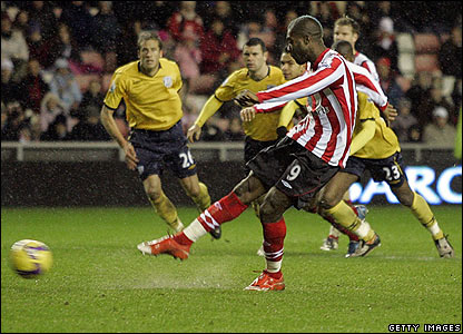 Sunderland's Djibril Cisse fires home his penalty