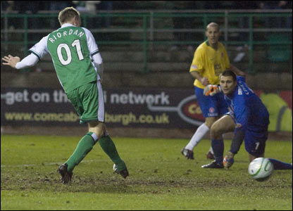 Hibs' Derek Riordan (left) opens the scoring as he capitalises on some chaotic defending by Hamilton