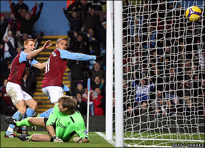 Agbonlahor scores his second for Villa