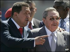 Hugo Chavez (l) and Raul Castro