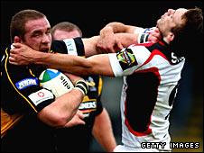 Phil Vickery holds off Edinburgh's Mike Blair