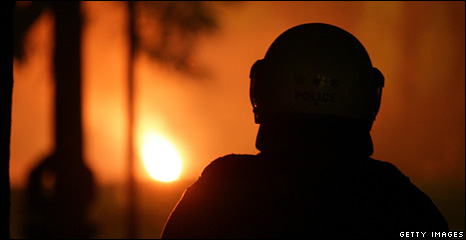 Greek riot police looks at fire in Athens (13 December 2008)