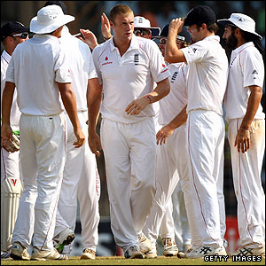 England achieve a vital early breakthrough when Andrew Flintoff picks up the wicket of former India skipper Rahul Dravid