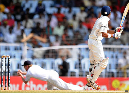 Anderson strikes as Gambhir tamely wafts at a wide delivery and Paul Collingwood takes an excellent diving catch