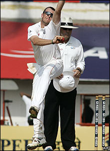 Swann is unlucky in the final session when keeper Prior misses a leg-side opportunity to stump Yuvraj