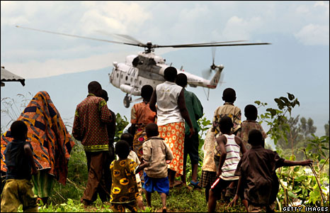 Civilians at a displacement camp watch a UN helicopter land in Kiwanja, DR Congo (Photo: Uriel Sinai/Getty - 7 November 2008)