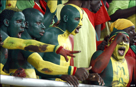Mali supporters cheer in the stands in match between Mali and Nigeria (Photo: Issouf Sanogo/AFP - 25 January 2008)