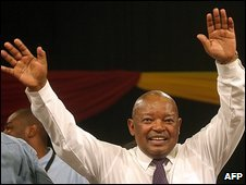Newly elected Cope president Mosiuoa Lekota waves to the crowd in Bloemfontein 16/12/2008