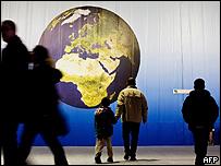 """Exhibición """"Tecnologías para el cambio climático"""" llevada a cabo durante la Conferencia de Cambio Climático en Poznan, Polonia, el 7 de diciembre."""
