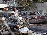 آثار تفجير في منطقة الجادرية ببغداد