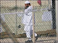 Prisionero de Guantánamo (Foto autorizada por el ejército de EE.UU.)