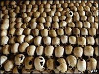 Cr�neos de v�ctimas del genocidio de Ruanda