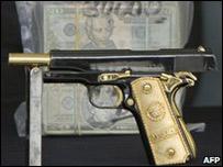 Arma decomisada por la policía mexicana a un supuesto jefe de los Zetas