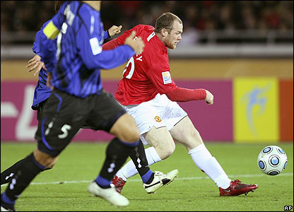 Rooney makes it 3-1 to Man Utd