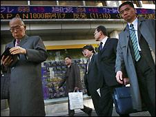 Business people on Tokyo street - 15/12/2008