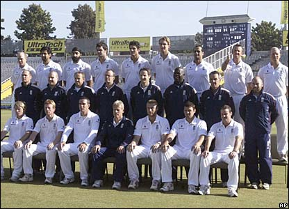 England's 15 players and nine support staff pose for an official photo ahead of the second Test