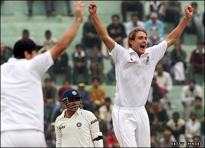 Stuart Broad successfully appeals as he has Virender Sehwag caught behind