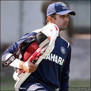 Rahul Dravid practises ahead of the game