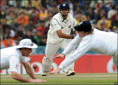 Rahul Dravid drives between fielders Andrew Strauss and Ian Bell