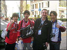 Steve Wyeth (second right) and fans in Yokohama